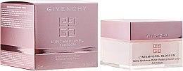 Parfums et Produits cosmétiques Crème à l'extrait d'angélique et baies roses pour visage - Givenchy L`Intemporel Blossom Anti Fatigue Day Cream
