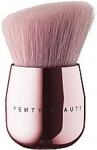 Parfums et Produits cosmétiques Mini pinceau Kabuki pour visage et corps - Fenty Beauty by Rihanna Baby Buki Brush 165