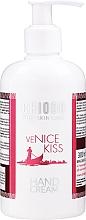 Parfums et Produits cosmétiques Crème parfumée enrichie en acide hyaluronique, huile d'argan et beurre de karité pour mains - Chiodo Pro Venice Kiss Hand Cream