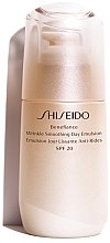 Parfums et Produits cosmétiques Emulsion protectrice anti-âge SPF 20 - Shiseido Benefiance Wrinkle Smoothing Day Emulsion SPF 20