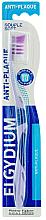 Parfums et Produits cosmétiques Brosse à dents Anti-plaque, souple, violet - Elgydium Anti-Plaque Soft Toothbrush