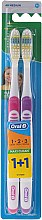 Parfums et Produits cosmétiques Lot de 2 brosses à dents medium, rose + violet - Oral-B 1 2 3 Maxi Clean 40 Medium 1+1