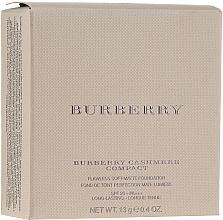 Parfums et Produits cosmétiques Fond de teint matifiant en poudre - Burberry Cashmere Compact