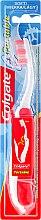 Parfums et Produits cosmétiques Brosse à dents pliable, souple, rouge - Colgate Portable Travel Soft Toothbrush