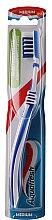 Parfums et Produits cosmétiques Brosse à dents, médium, blanc-bleu - Aquafresh In-beetwen Clean Medium