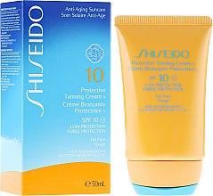 Parfums et Produits cosmétiques Crème bronzante waterproof à l'extrait de feuille de pommier rosé pour visage - Shiseido Suncare Protective Tanning Cream N SPF 10 For Face