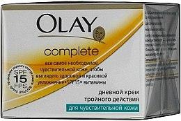 Parfums et Produits cosmétiques Crème de jour à l'extrait de camomille SPF 15 - Olay Complete Day Cream